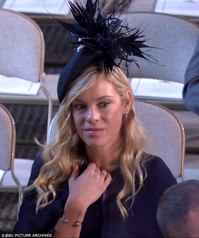 054FF01A000007D0-0-Chelsy_Davy_seen_waiting_for_the_wedding_of_Prince_Harry_and_Meg-m-92_1527179085181
